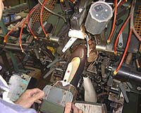 機械でつま先部分のツリコミ